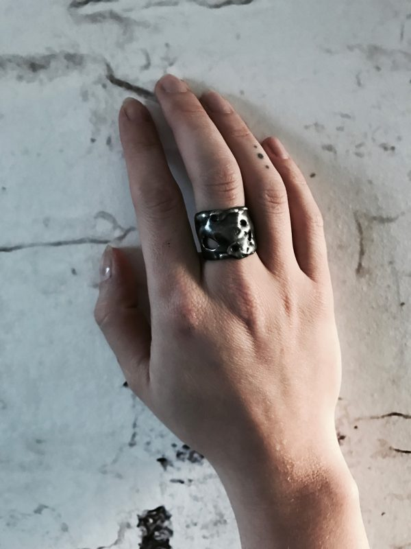 magma ring silver black oxyd hand wall bubbling