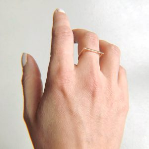ring-14k-gold-square-hand-open-nobbon